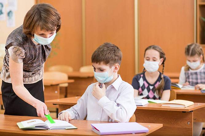 Câți elevi sunt bolnavi de COVID, înaintea închiderii școlilor!