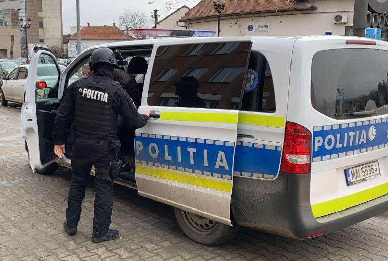 Inconștiența costă! Un tânăr din Săpoca a fost reținut după ce s-a plimbat cu mașina, deși nu are permis (Video)