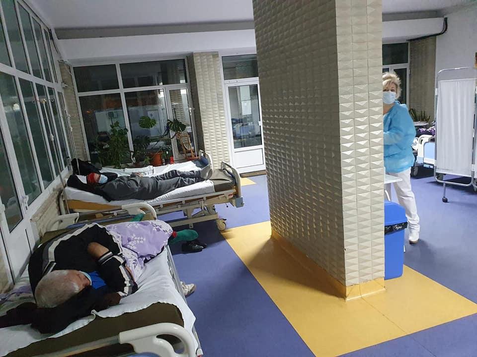 Imaginea disperării! Spitalul Județean Buzău, blocat de pacienții COVID! Bolnavii cu alte urgențe, ținuți pe holuri